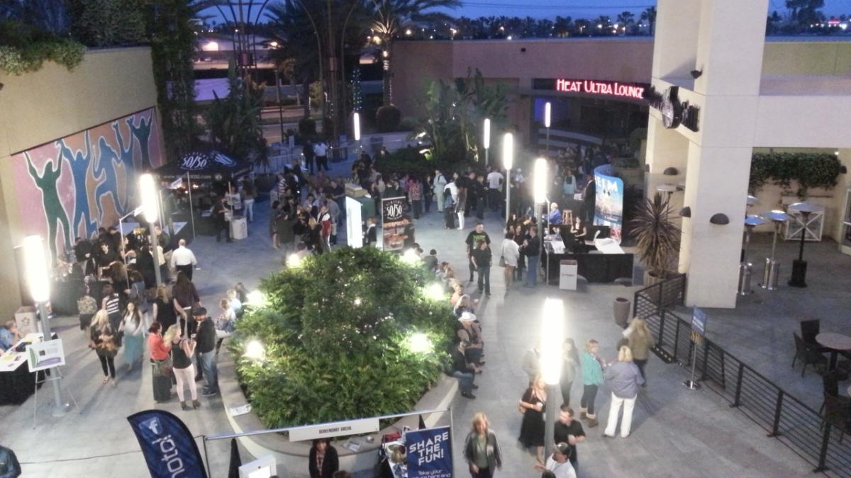 Garden Walk Mall Anaheim: Anaheim Garden Walk Is A Beautiful Place